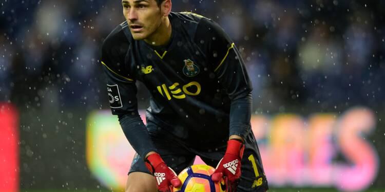"""Casillas hospitalisé après un infarctus, le foot ému pour """"San Iker"""""""