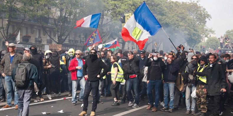 """1er mai: en France, """"jaunes"""" et """"rouges"""" vers la convergence des luttes"""