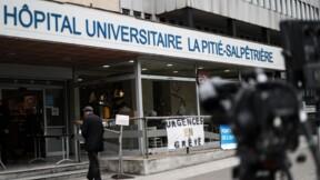 """Pitié-Salpêtrière: le scénario d'une """"attaque"""" battu en brèche, Castaner vivement critiqué"""