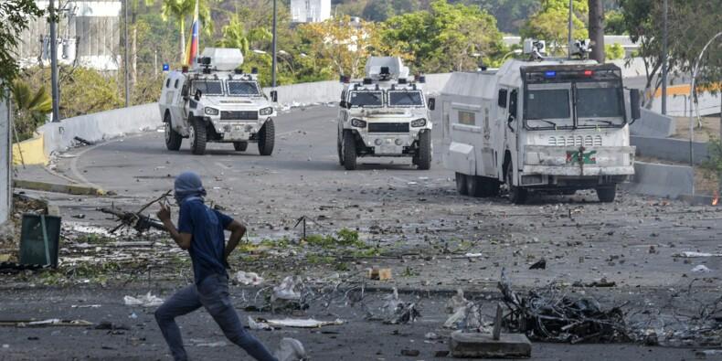 """Venezuela: Guaido appelle à la grève, Maduro jure de châtier les """"traîtres"""""""