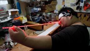 Guerre des clones: les fans de Star Wars fabriquent leurs propres sabres laser