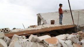 Frappes sur des secteurs jihadistes en Syrie, 150.000 déplacés en une semaine