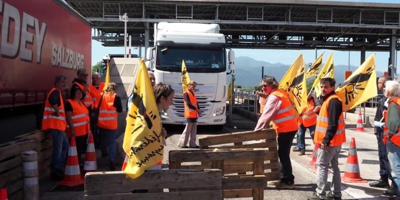 Manifestation à la frontière espagnole pour un prix minimum des fruits et légumes