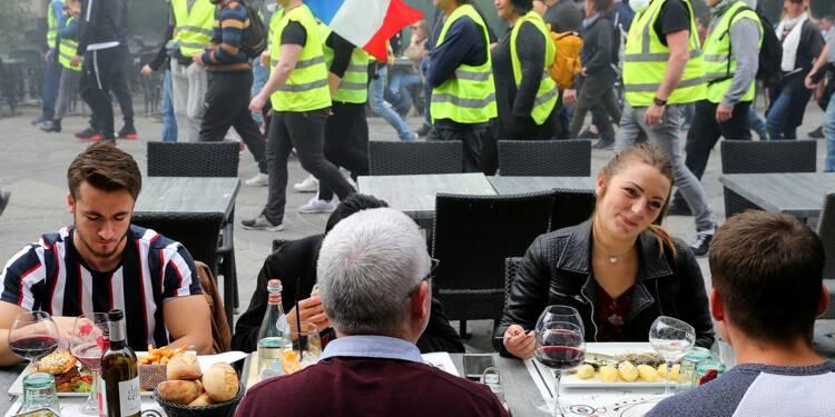"""Les """"gilets jaunes"""" fêtent les six mois du mouvement avec une participation au plus bas"""