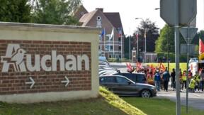 """Manifestation """"contre les suppressions d'emploi"""" devant le siège d'Auchan Retail"""