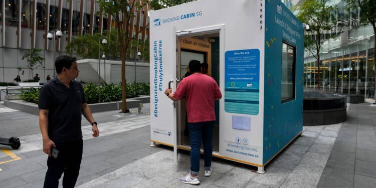 Singapour teste des cabines fumeurs dans la rue