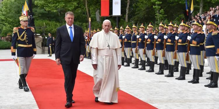 En Roumanie, accueil chaleureux pour le pape qui prêche le dialogue