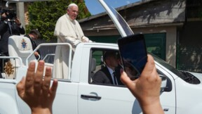 """Le pape demande """"pardon"""" aux Roms victimes de discriminations"""