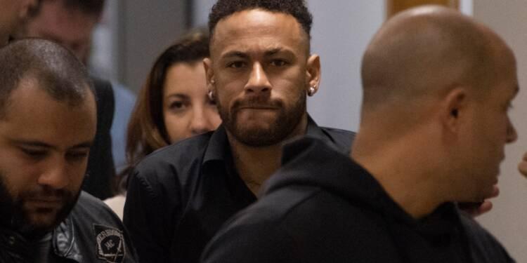 Neymar, sa saison terminée, entendu par la police dans une affaire de viol