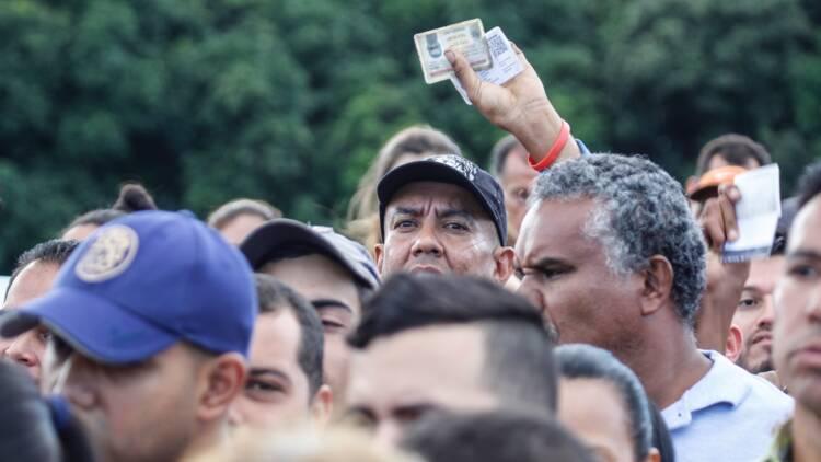 Des milliers de Vénézuéliens en Colombie après la réouverture de la frontière