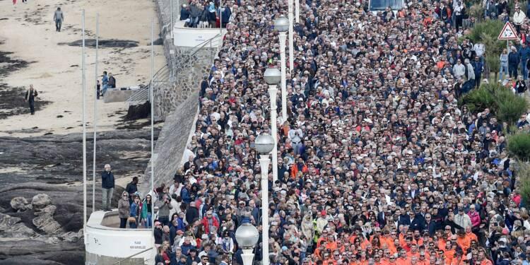 Sables d'Olonne: 15.000 personnes reunies en hommage aux sauveteurs de la SNSM