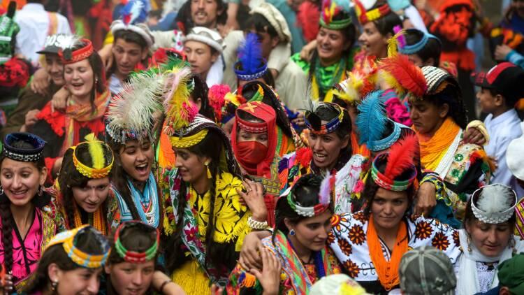 Au Pakistan, la minuscule minorité kalash à la merci du tourisme