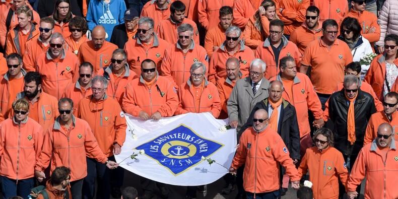 Plus de 15.000 personnes rendent hommage aux sauveteurs des Sables-d'Olonne
