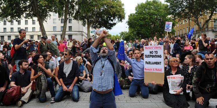 Brexit: fureur face à la décision de Johnson de suspendre le Parlement