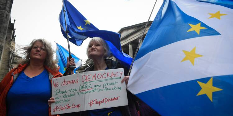 Brexit: Johnson remporte une première manche judiciaire et met en garde les députés