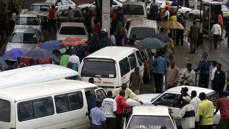 Système D et patience, les clés de la survie au Zimbabwe en crise