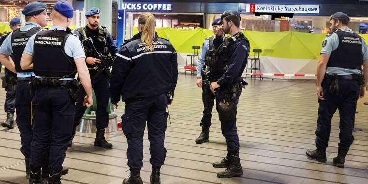 Pays-Bas: la police militaire tire sur un homme armé d'un couteau à l'aéroport d'Amsterdam-Schiphol