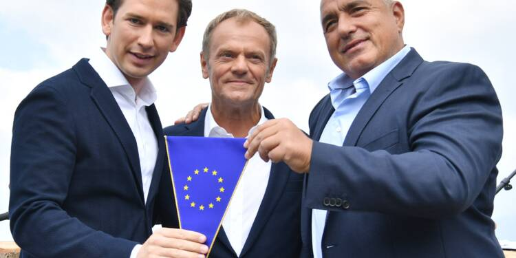 Clivant mais dans l'air du temps, Sebastian Kurz prend le gouvernail de l'UE