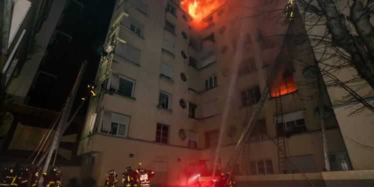 Incendie à Paris: le suivi psychiatrique de la suspecte arrêtée au coeur des interrogations