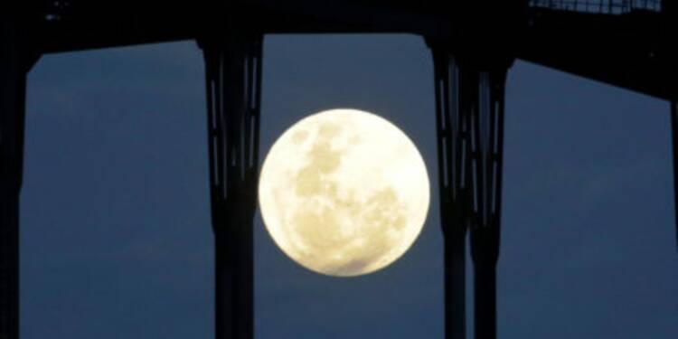 L'unique super lune de l'année aura lieu ce weekend — voici comment ne pas la rater