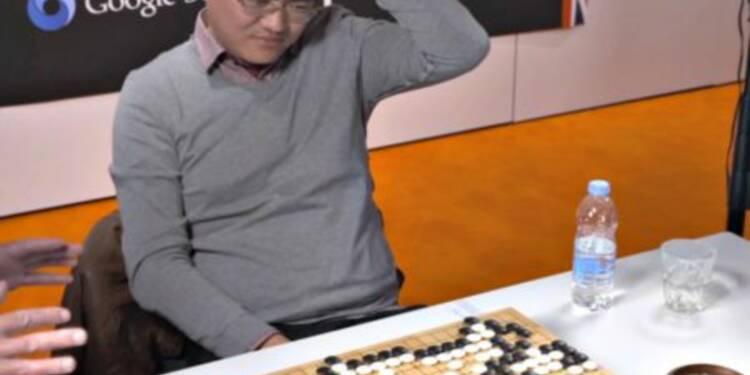 Le champion d'Europe de go explique pourquoi jouer contre l'IA de Google est 'comme être tout le temps nu'