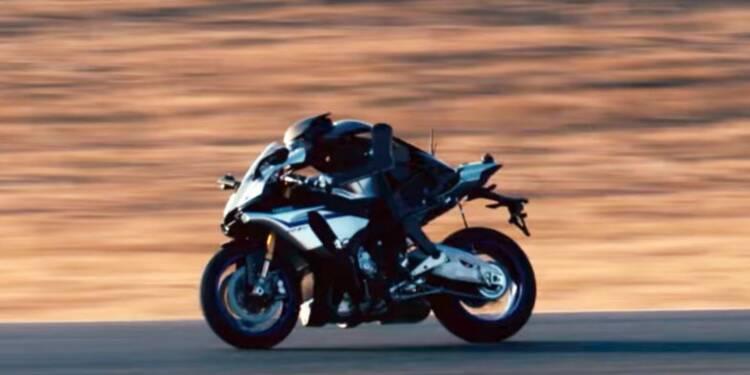 Un robot humanoïde a fait un tour de circuit sur une moto Yamaha — et les images sont fascinantes