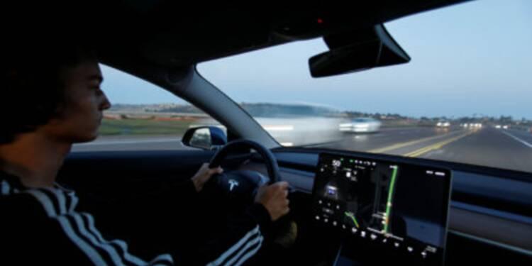 Elon Musk a annoncé sur Twitter que Tesla activera une fonctionnalité de conduite autonome en août