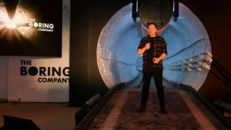 EN IMAGES: Elon Musk a dévoilé le premier tunnel terminé de la Boring Company et fait circuler une Tesla à l'intérieur