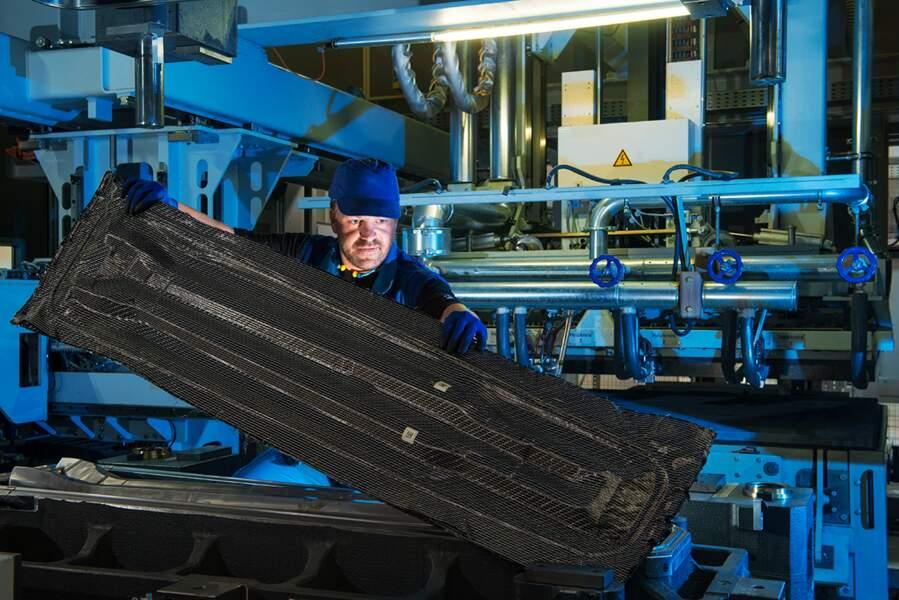 Fini l'acier! l'habitacle de la i3 est entièrement en fibre de carbone