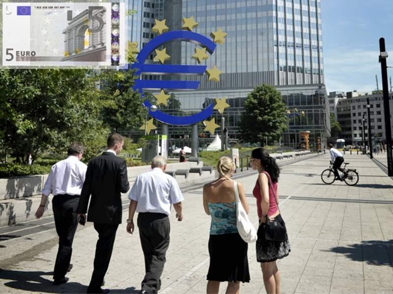 L'euro à la peine, la BCE veut éviter la déflation