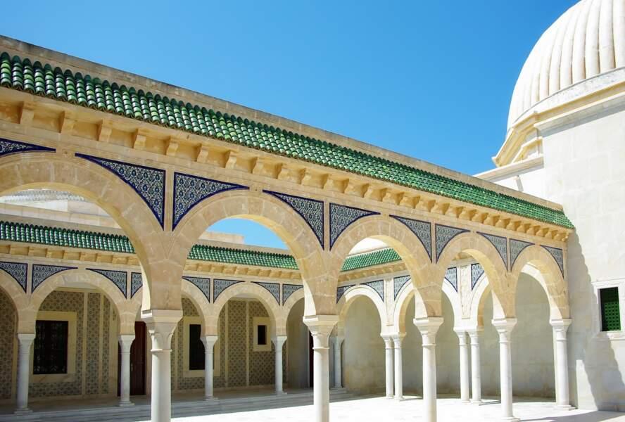 Tunisie : le bond des importations et la faiblesse persistante du tourisme envoient le dinar au tapis