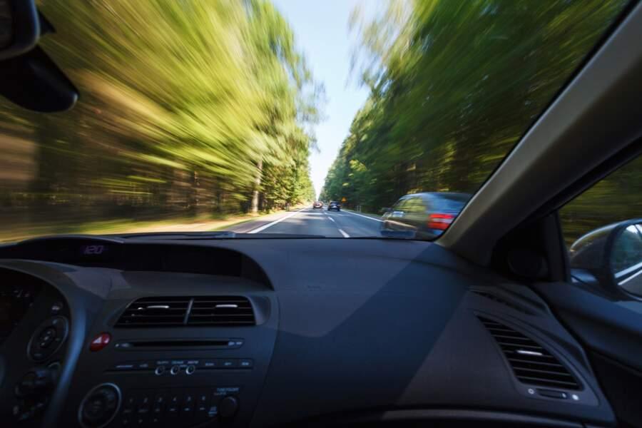 Accélération d'un conducteur sur le point d'être dépassé