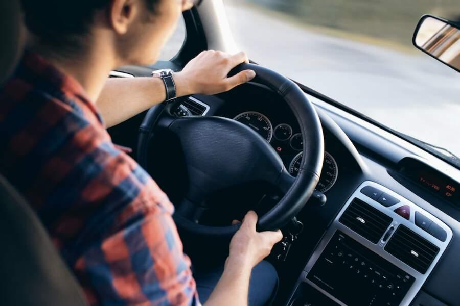 Aide au permis de conduire et assouplissement du contrat pour les apprentis