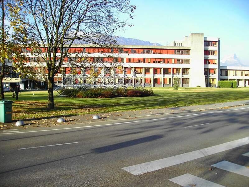 9.Université Grenoble-Alpes