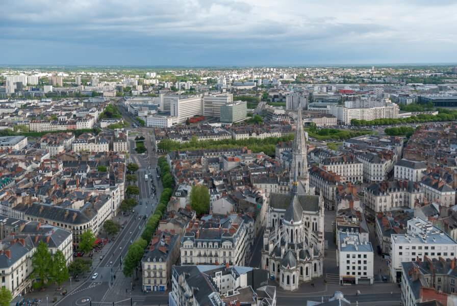 12 Nantes