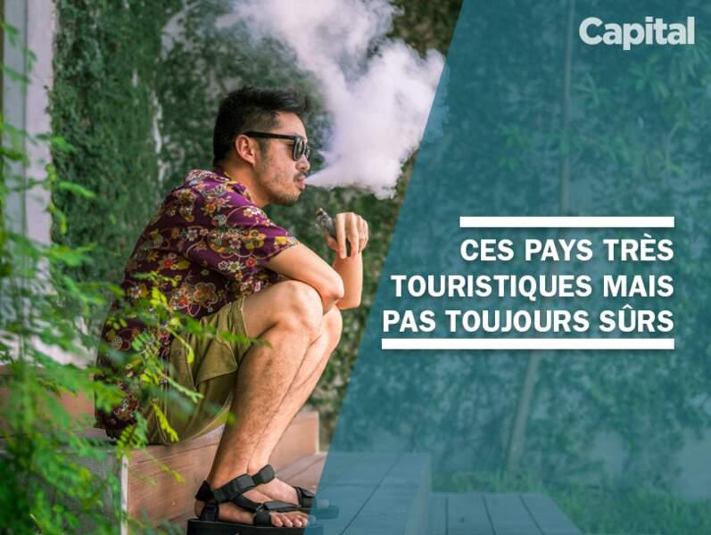 Législation, terrorisme, séismes... ces destinations à la mode peuvent s'avérer risquées pour les touristes.