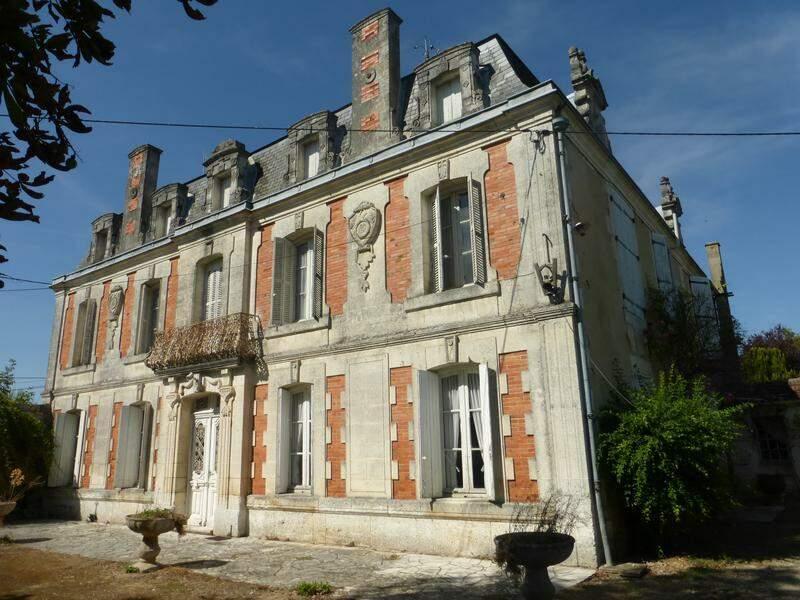 Saint-Yrieix-sur-Charente (Charente), 8 pièces, 354 m² pour 371.000 euros
