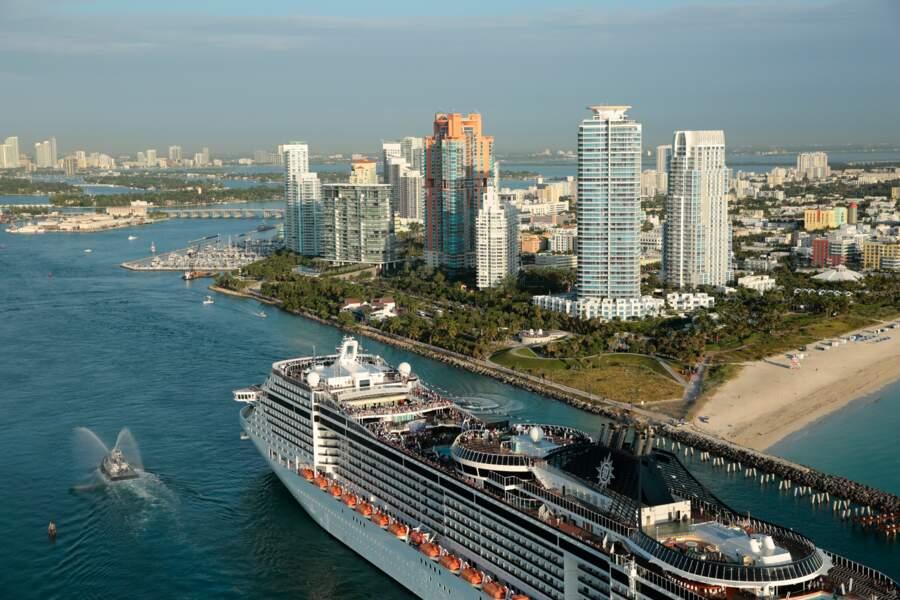 Un mastondonte des mers de 450.000 mètres carrés (ici dans le port de Miami)