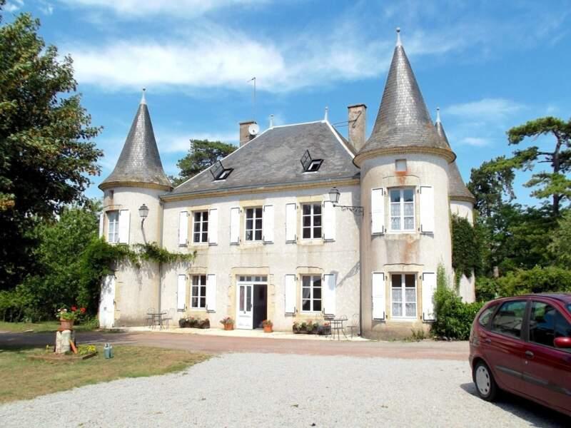 Saint-Loup-Lamairé (Deux-Sèvres), 20 pièces, 355 m² pour 498.750 euros