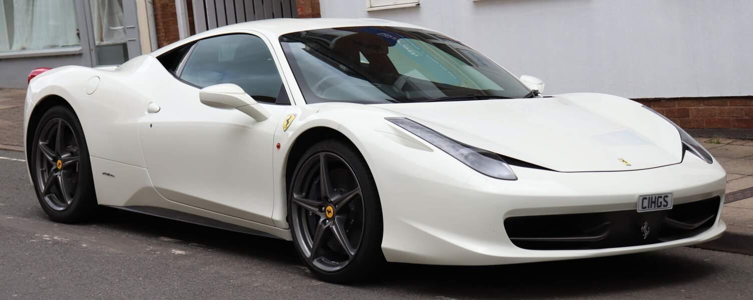 8 Ex-aequo :  Edinson Cavani et sa Ferrari 458 Italia