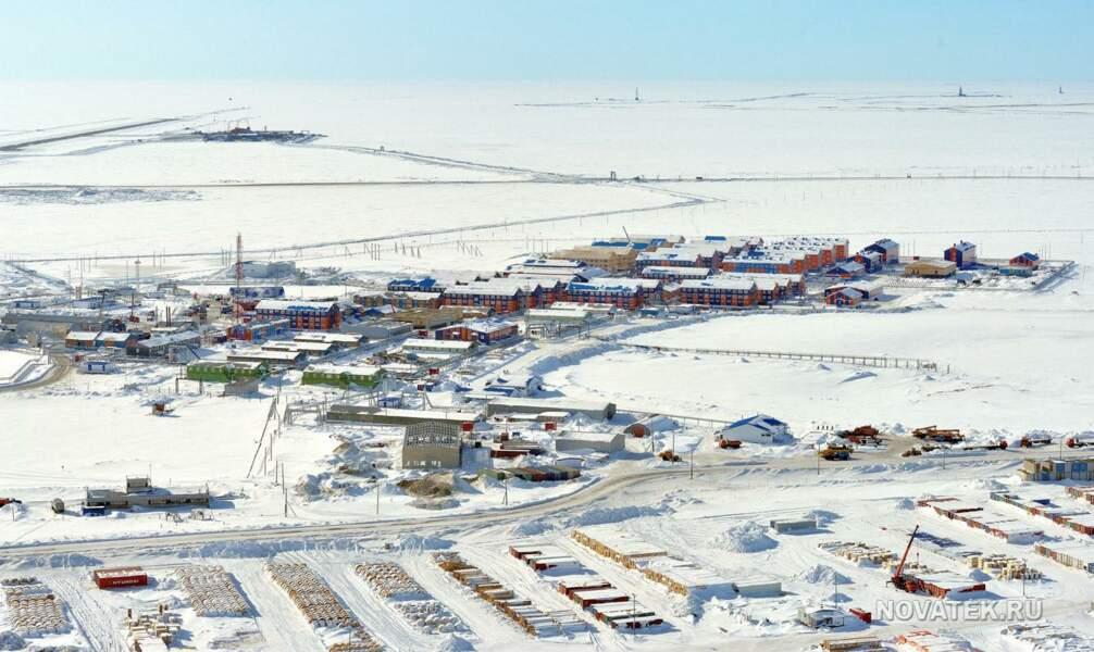 Une ville entière construite pour accueillir les 11.000 ouvriers du chantier