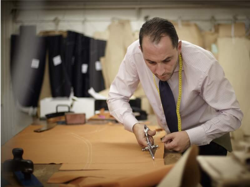 Arnys : Racheté par LVMH, le tailleur propose des costumes parfaits, à 6.000 euros