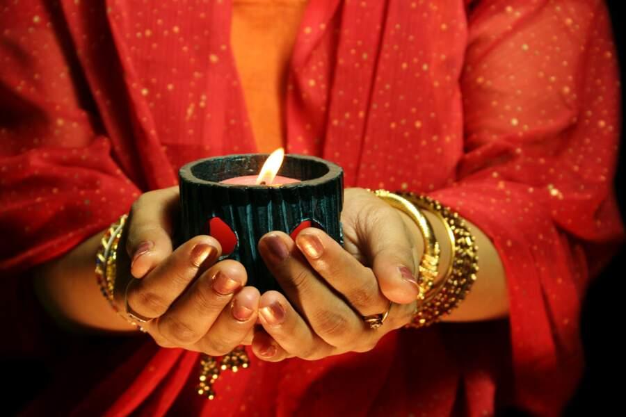 En août-septembre : les bijoutiers indiens préparent la saison des festivals...