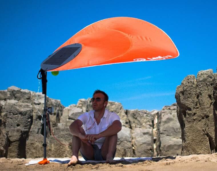 Le parasol ultraléger et rechargeur de batterie