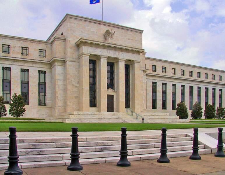 """Donald Trump """"remercie"""" le patron de la banque centrale"""