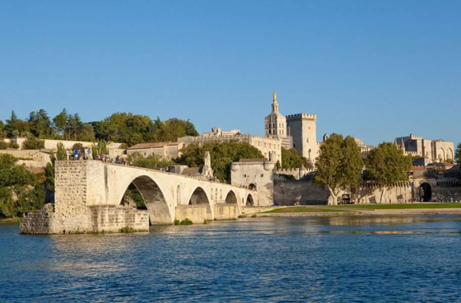 Le centre historique d'Avignon : Palais des papes, ensemble épiscopal et Pont d'Avignon