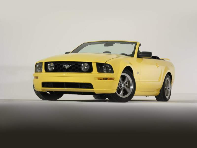2005 : Ford Mustang GT convertible