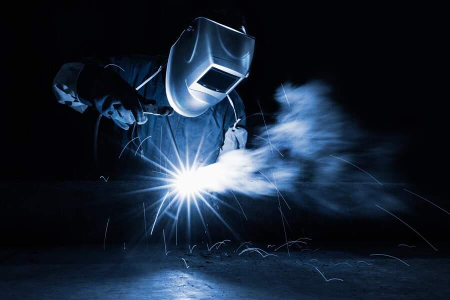 6.Chaudronnier, façonneur de métal