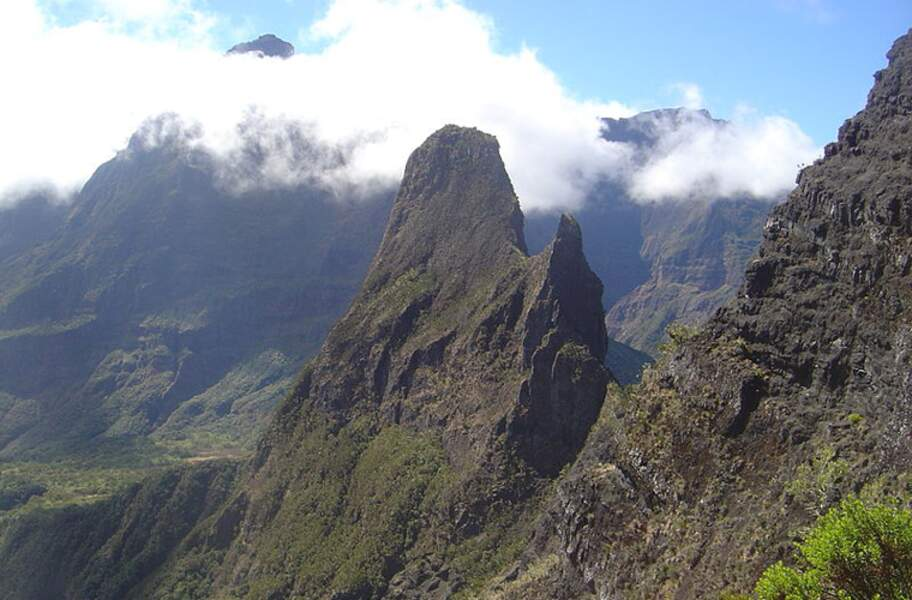 Les pitons, cirques et remparts de l'île de la Réunion
