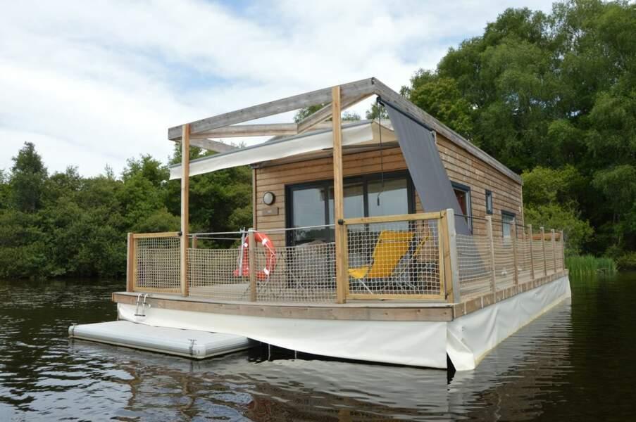 Réveillez-vous sur un étang dans une habitation flottante en Corrèze